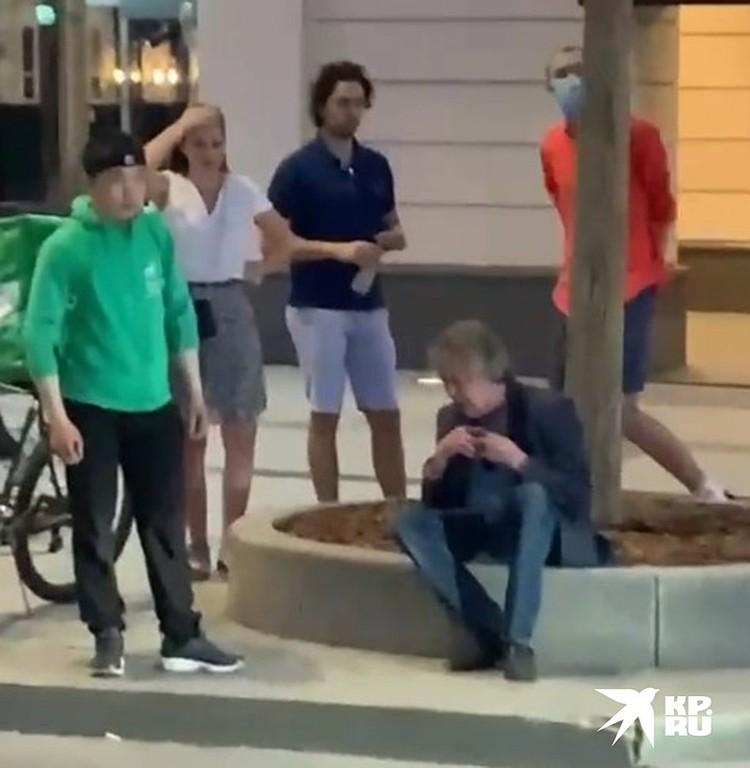 Сразу после аварии Михаил Ефремов вышел из машины. Очевидцы посчитали, что актер пьян. Позже это подтвердили в ГУ МВД,