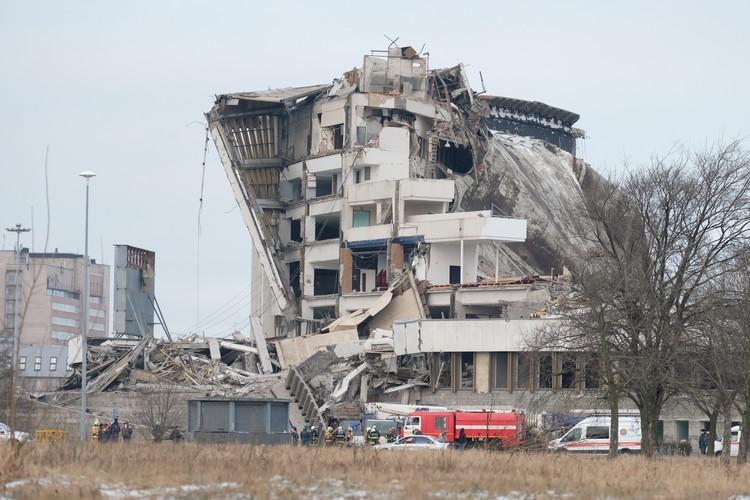 """СКК """"Петербургский"""" обрушился в конце января 2020 года из-за ошибок, допущенных во время демонтажа кровли."""