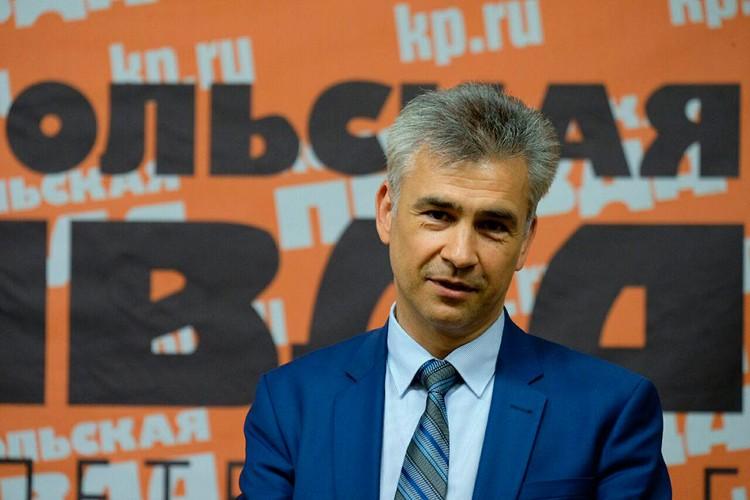 Председатель Комитета по печати Владимир Рябовол.