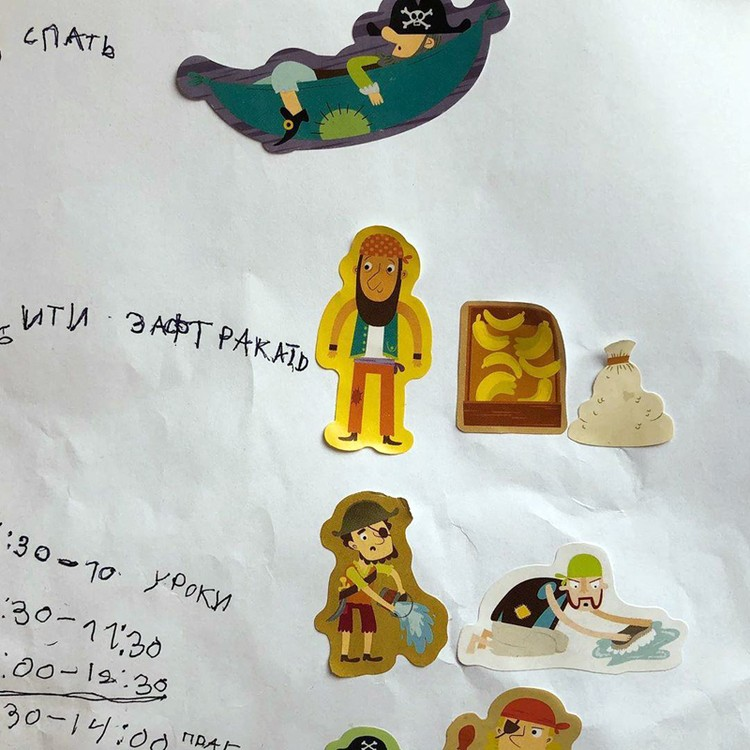 Вот такое расписание занятий в своем нулевом классе на карантине нарисовал мальчик