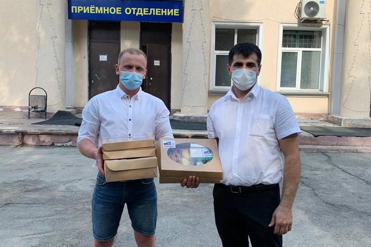 В скором времени все коробочки были розданы врачам. Фото: Предоставлено НРОО «Объединение русско-азербайджанской молодежи».
