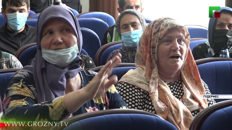Фото: стоп-кадр репортада чеченской телекомпании