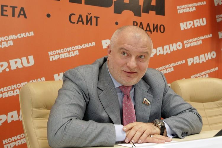 Сенатор и член комиссии по поправкам в Конституцию ответил на вопросы читателей «КП» в рамках совместной акции с ВГТРК