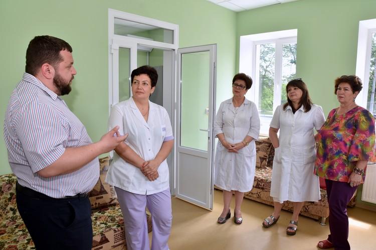 Медиков поздравил Руководитель Крымского республиканского центра медицины катастроф и скорой медицинской помощи Сергей Олефиренко