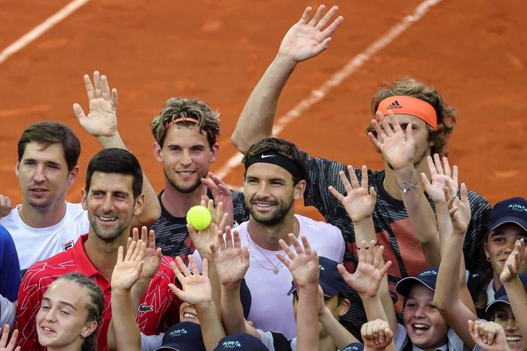 Новак Джокович и его друзья-соперники на церемонии турнира в Белграде.