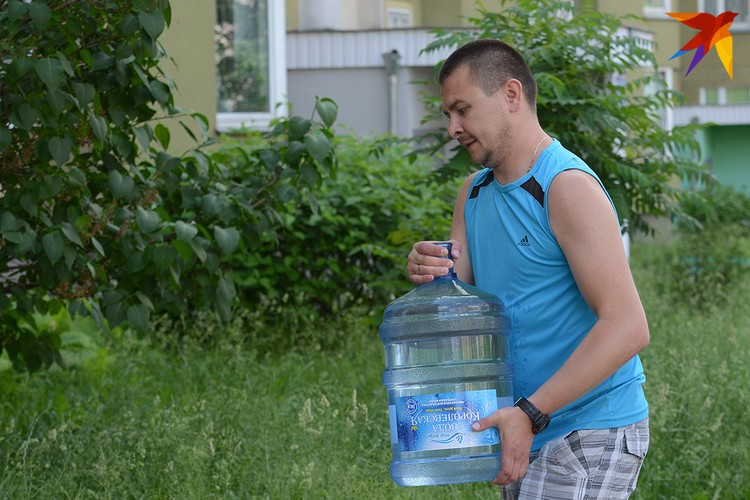По вопросам качества воды необходимо обращаться по следующим телефонам: 8 (017) 389-40-90 и 8 (017) 389-40-51