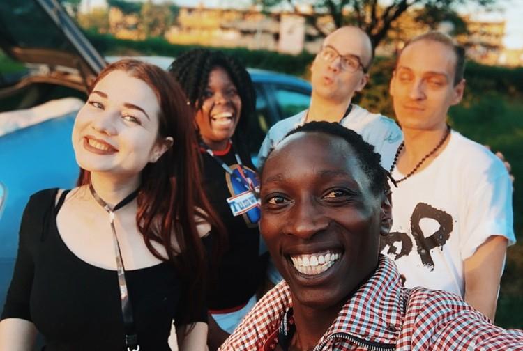 Аня и ее съемочная команда. Фото: представлено героиней материала