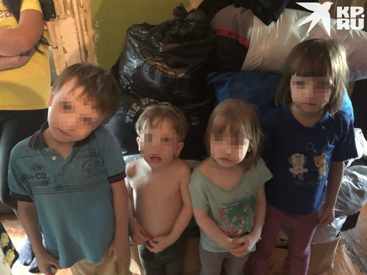 Женщина проживает в двухкомнатной квартире с 8 детьми. Фото: Анна ТАЖЕЕВА