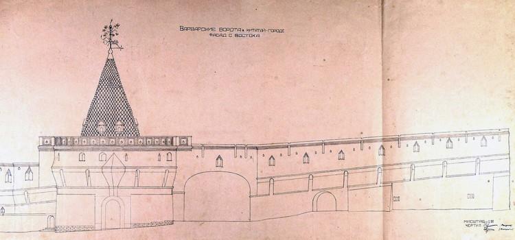 Восточный фасад Варварских ворот и части примыкающей Китайгородской стены. Фото: zaryadyepark.ru