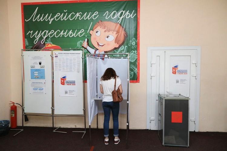 78 процентов проголосовавших одобрили предложенные Путиным поправки в основной закон страны.