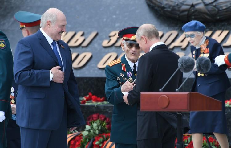 В этот торжественный день 94-летний Николай Макарович стал героем дня. Фото: Правительство Тверской области