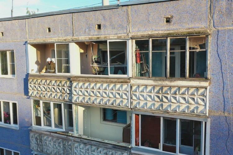 Взрывом газа в квартире выбило окна. Фото: admkirov.ru