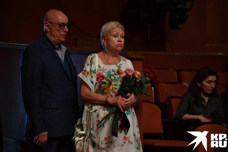 Вдова Николая Караченцова Людмила Поргина на прощании.