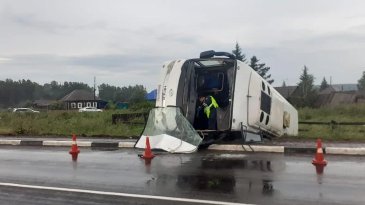 По предварительным данным водитель совершил крутой маневр. Фото: ГИБДД края