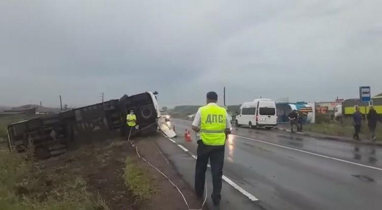 Полиция выясняет причины аварии. Фото: ГИБДД края