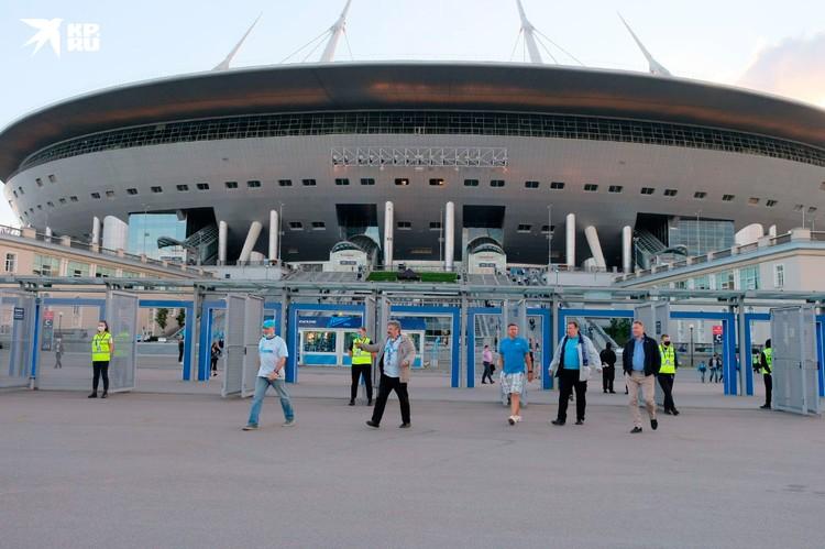На стадионе в Санкт-Петербурге игру смотрели порядка шести тысяч человек.