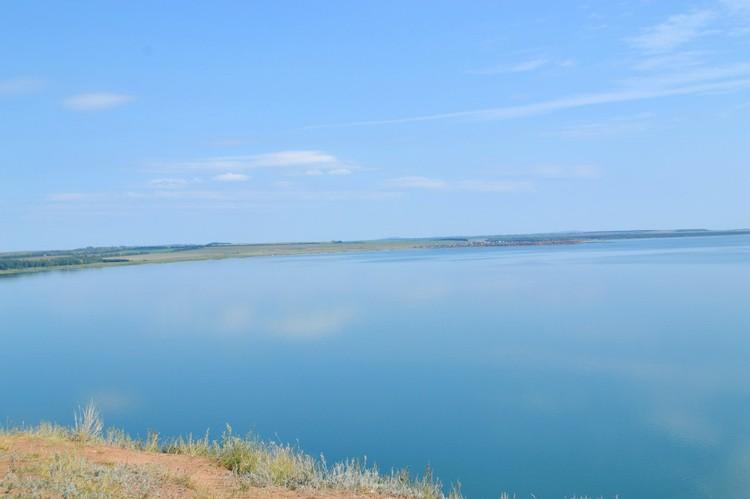На Аслыкуле чистая голубая вода