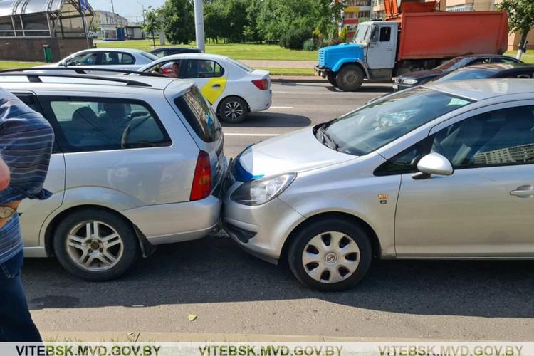 Повреждения получили пять авто. Фото: МВД.