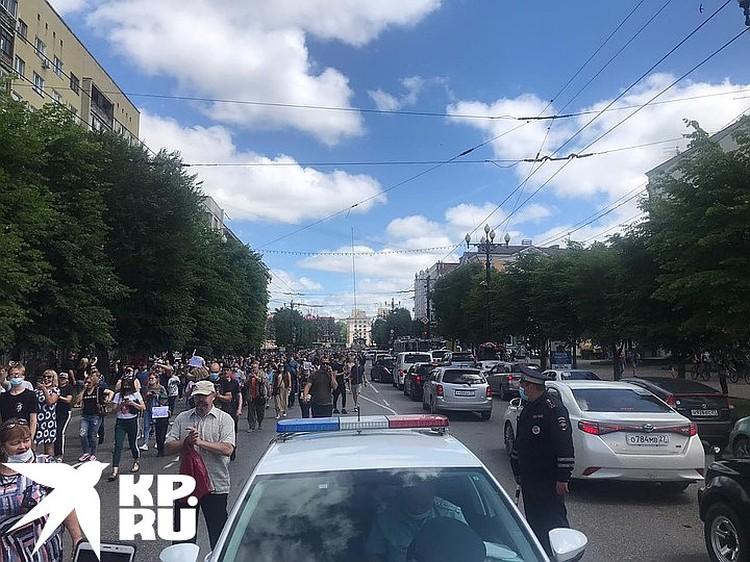 Митинг в поддержку арестованного и этапированного в столицу губернатора превратился в в протест против неуважения центром самой дальней окраины страны