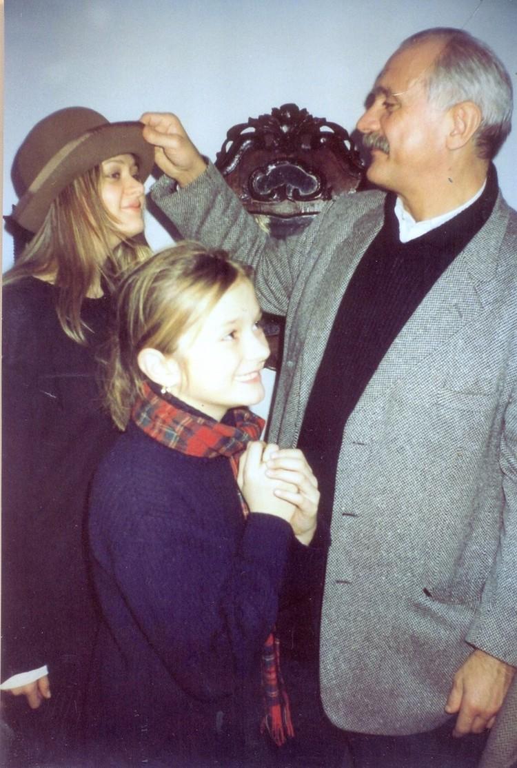 Анна Михалкова в шляпе прапрадеда. Фото: музей-усадьба Сурикова в Красноярске.