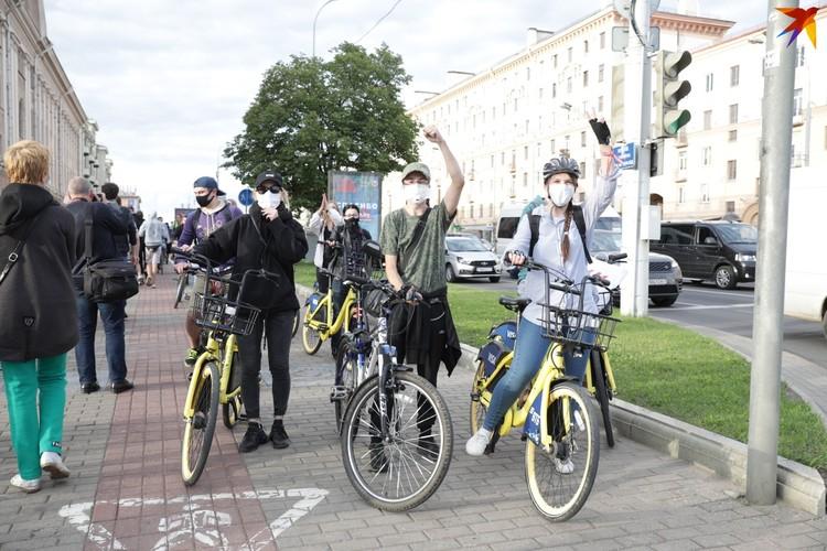 Велосипедисты присоединились к несанкционированной акции.