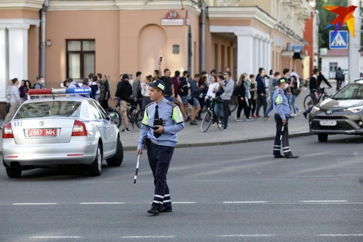 Около 19:45 автомобильное движение по проспекту Независимости от улицы Козлова начали перекрывать.