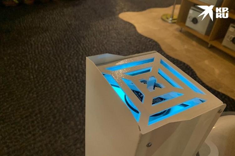 Смело проходим к раздевалкам мимо ультрафиолетового фильтра, очищающего воздух. ФОТО: Предоставлено «Питерлэндом»
