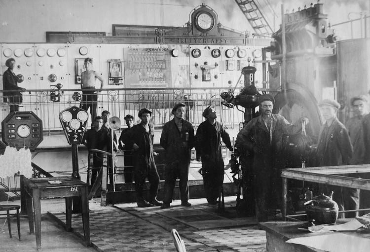 Пуск турбогенератора №1 после монтажа, 1931 год