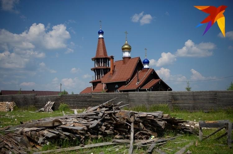 Это уже сестринский скит или храм мученика Вонифатия, который построили в 2011 году.