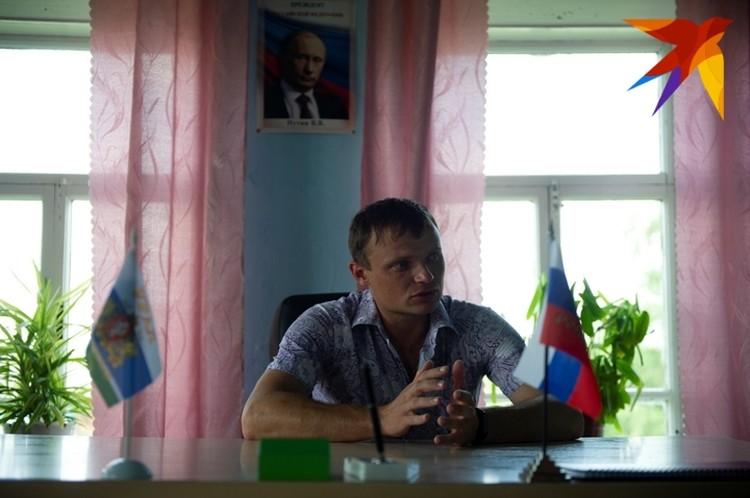 Глава сельской администрации Юрий Морозов уверяет - монахи все делают по закону.