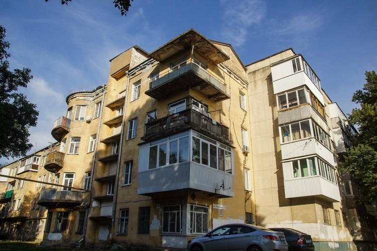 Дома с интересными балконами в переулке Щтамповшиков