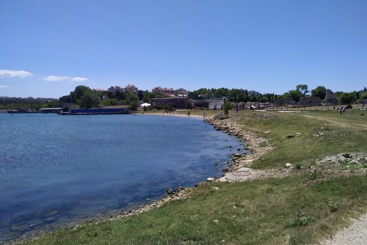 На берегу Карантинной бухты сегодня располагается музей-заповедник и воинская часть