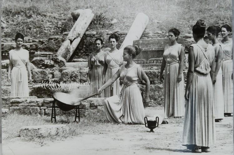 Старт Олимпиаде традиционно давали в Греции.