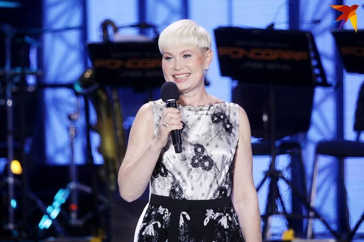 Прекрасная Елена Спиридович была ведущей концерта.
