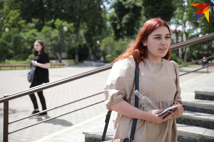 Алина приехала из Москвы. Девушка хочет стать маркетологом или экономистом