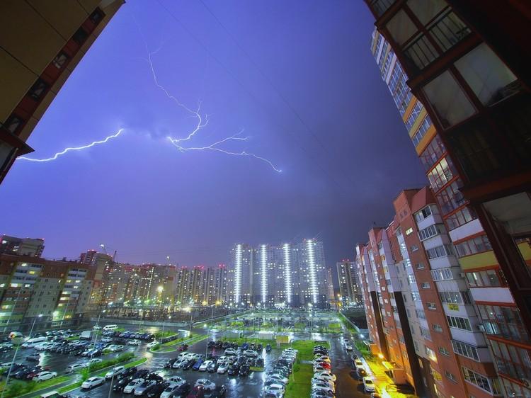 Самые эффектные кадры получились с верхних этажей. Фото: Юрий Кустиков