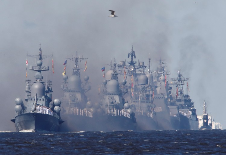 Парад военных кораблей в Санкт-Петербурге