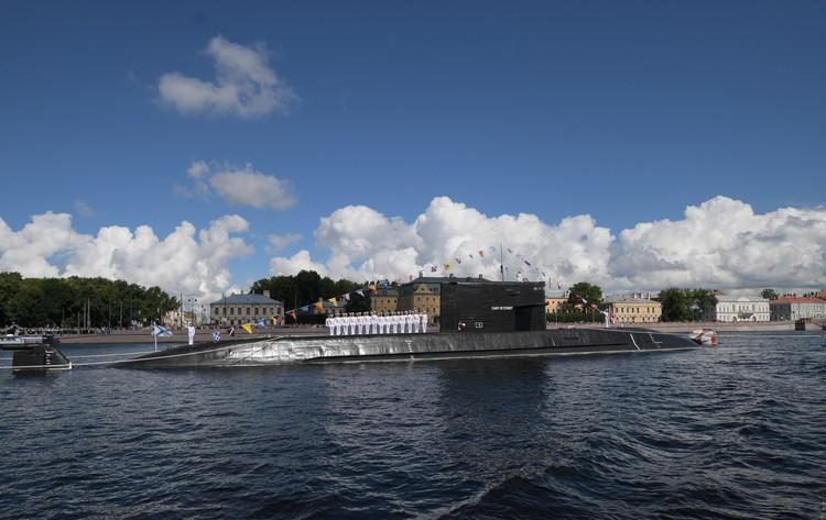 Субмарина на военном-морском параде.