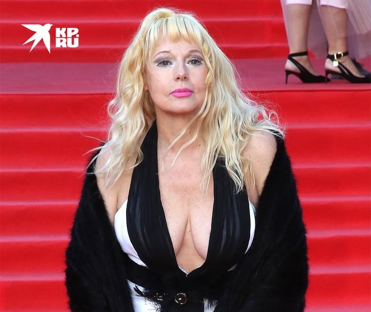 Елена Кондулайнен на красной дорожке Московского кинофестиваля.