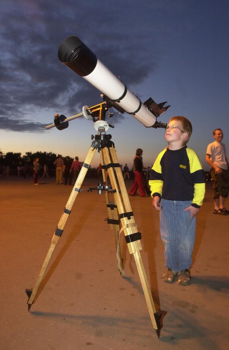За потенциально опасными астероидами и кометами постоянно наблюдают астрономы.