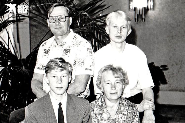 Семья Отмаховых в 1993 году. Фото: предоставлено героем публикации
