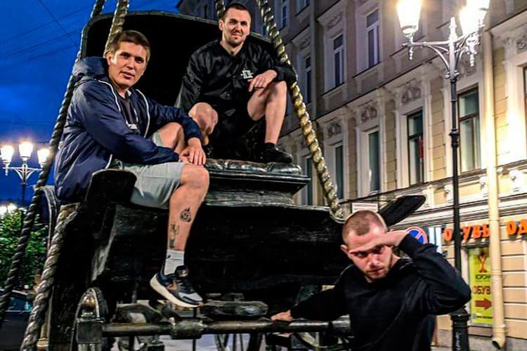 Энди Картрайта (на фото - крайний слева) и Александр Зиганшин (в центре) были давними друзьями.