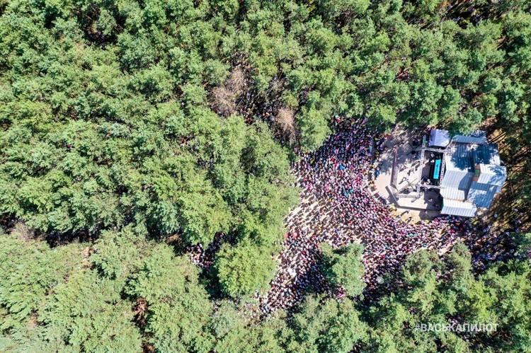 Митинг в Бресте с высоты птичьего полета снимать неудобно: людей в лесу не видно. Фото: #васькапилот