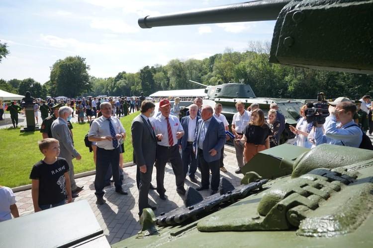 В Орловской области официально открыли обновленный Мемориал танкистам-первогвардейцам у деревни Первый воин