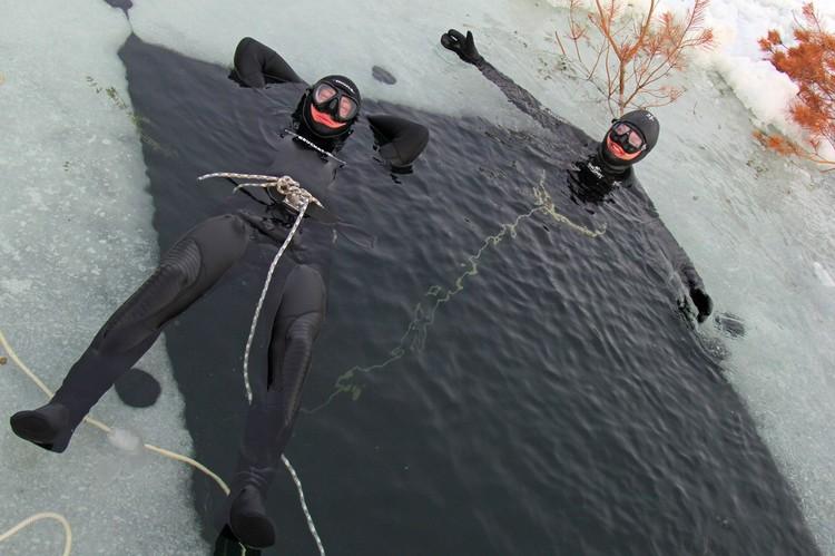 Плавание подо льдом - настоящий экстрим, такому инструкторы не учат