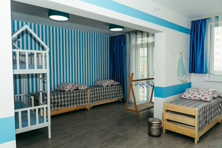 Красочный дизайн и игровая атмосфера в группах отличает данный детский сад от других.