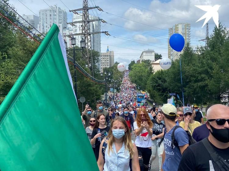 С площади Ленина участники акции двинулись шествием по центральным улицам улицам Хабаровска