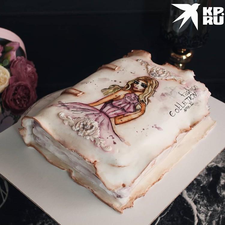Редактору журнала мод презентовали съедобный девчачий дневник. Фото: предоставлено Наталией ВЕРТЕ.