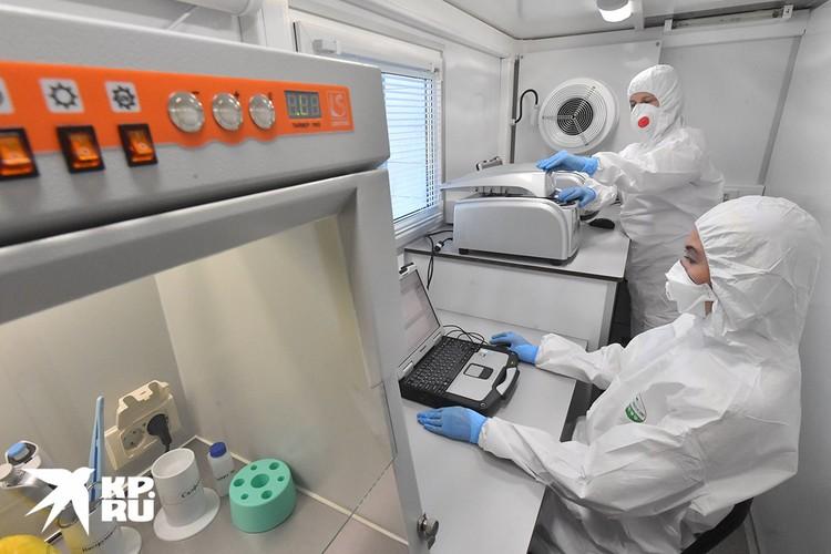 В составе бригады работают опытные медики, вирусологи.