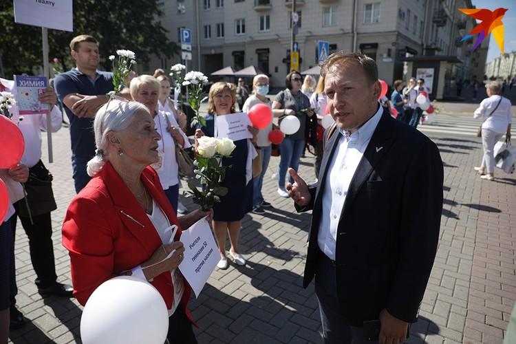 Пообщался с учителями и Андрей Дмитриев.